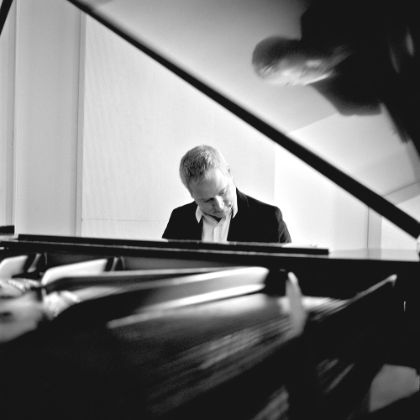 http://www.steinway.com/news/features/jeremy-denk