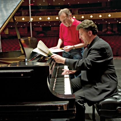 http://www.steinway.com/news/features/jeffrey-biegel-at-play-with-bach