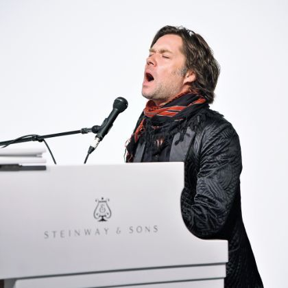 http://www.steinway.com/news/features/the-throwback-rufus-wainwright
